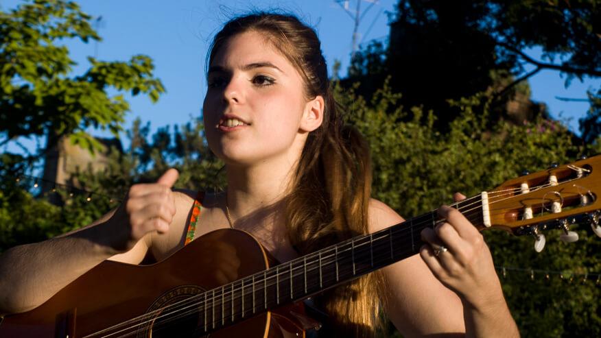 ギター弾き語りの真髄は右手のストロークにあり